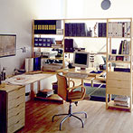 自作デザインできる組み立て家具「イキクッカ」で作った本棚付きデスク例1