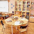 自作デザインできる組み立て家具「イキクッカ」で作った本棚付きデスク例4