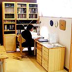 自作デザインできる組み立て家具「イキクッカ」で作った本棚付きデスク例9