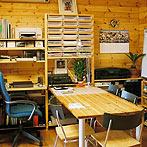 自作デザインできる組み立て家具「イキクッカ」で作った本棚付きデスク例2
