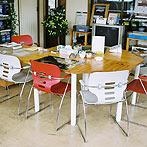 自作デザインできる組み立て家具「イキクッカ」で作った本棚付きデスク例11